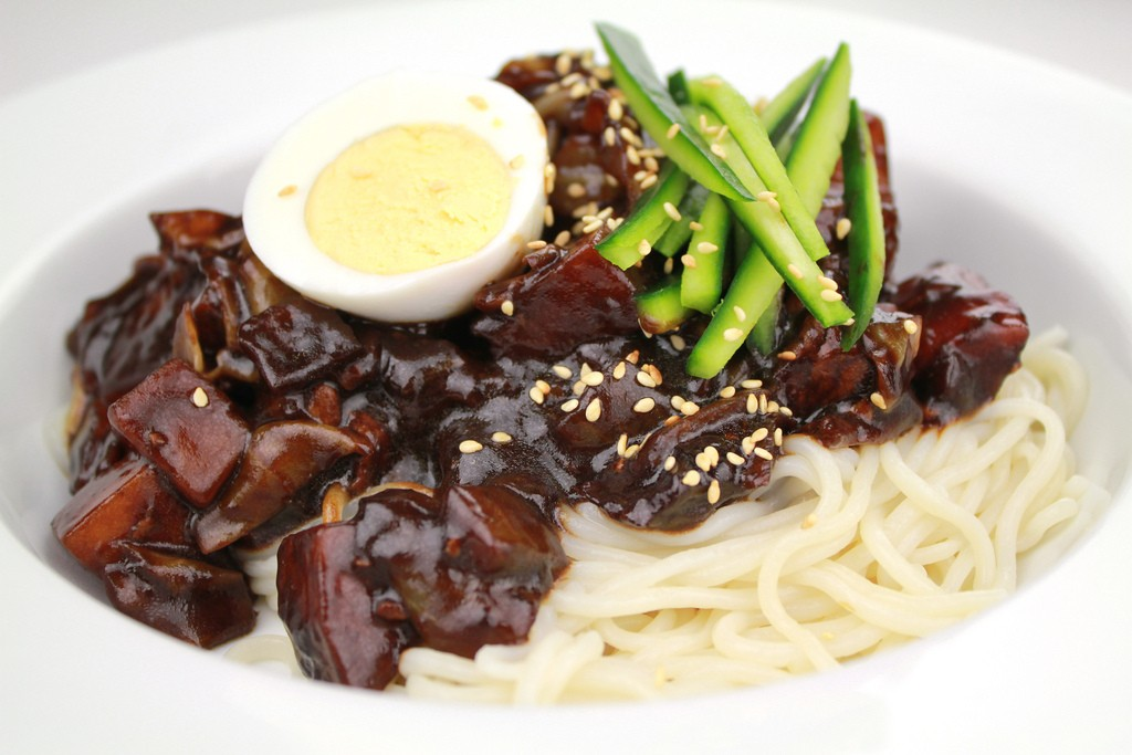 Jajangmyeon_by_KFoodaddict